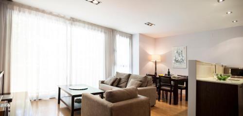 Лаундж или бар в Short Stay Group Camp Nou Serviced Apartments