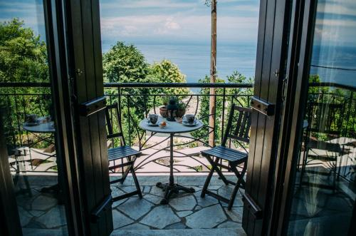 A balcony or terrace at Manolies