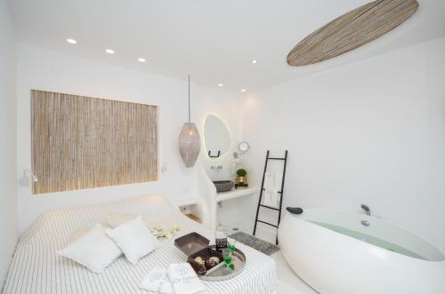 Ένα δωμάτιο στο Naxos Euphoria Suites