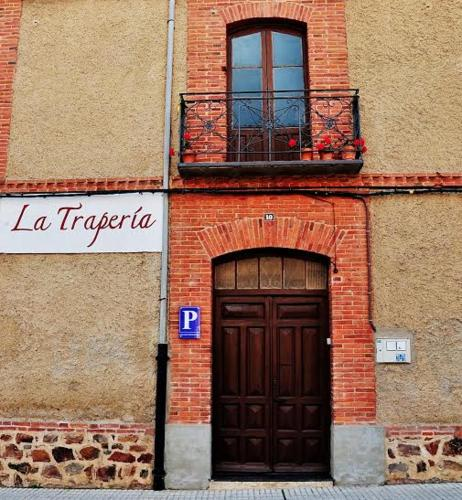 The facade or entrance of La Trapería Pensión con encanto