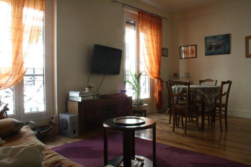 The lounge or bar area at Appartement Petroff