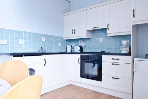 A kitchen or kitchenette at Cooraclare apartment