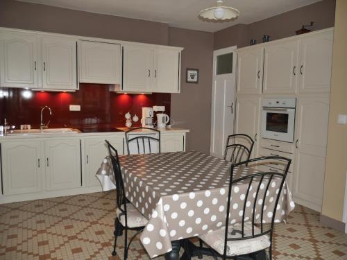 Cuisine ou kitchenette dans l'établissement Gîte La Bertinière à 15km d'Honfleur