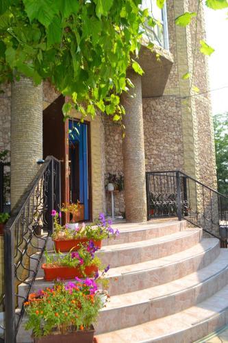 Un patio o zona al aire libre en On Drumul Taberei Guest House