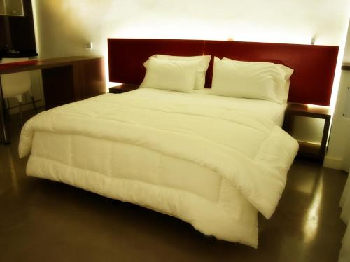 A bed or beds in a room at Paladium Suites