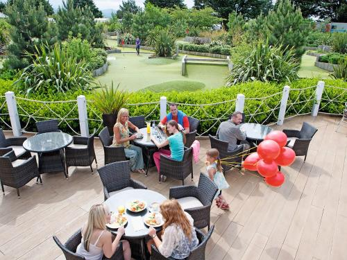 A porch or other outdoor area at Holiday Home Greenacres.5