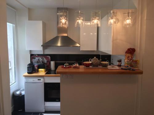 Кухня или мини-кухня в Le Petit Montmartre