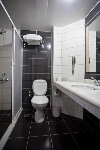 Ванная комната в Monte Carlo Hotel