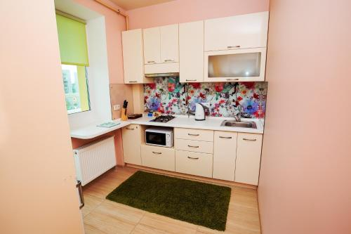 A kitchen or kitchenette at Modern apartment in the city center