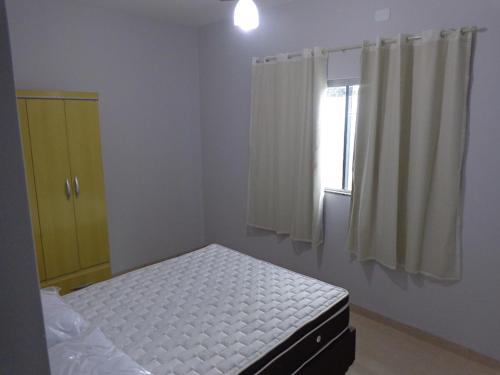 A bed or beds in a room at Casas para temporada em Bonito