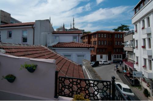 A balcony or terrace at Blue Mosque Suites