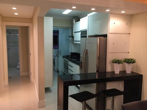 A kitchen or kitchenette at Apartamento Barra Sul
