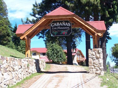 La fachada o entrada de Cabañas Los Manzanos