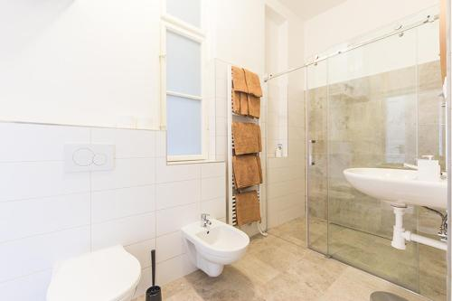 Ένα μπάνιο στο Mighty Prague Apartments Stepanska