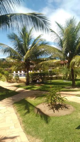 A garden outside Apartamento de 3 quartos a 200m da praia