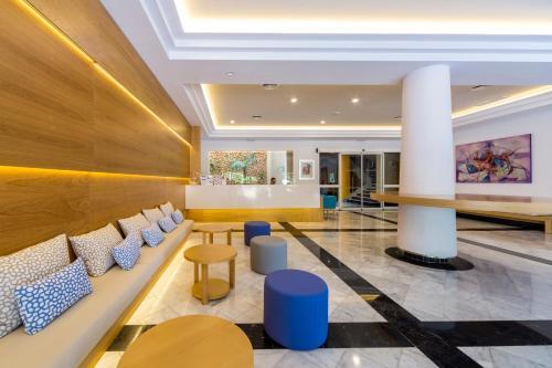A área de bar ou lounge em Aparthotel Floramar
