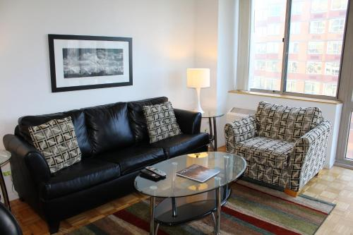 A seating area at Chelsea Sixth Avenue