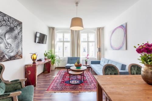 The lounge or bar area at GreatStay Apartment - Rheinsbergerstr.