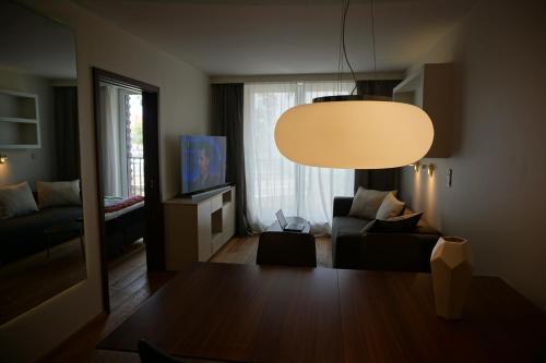 A seating area at Apartments Nadwislanska