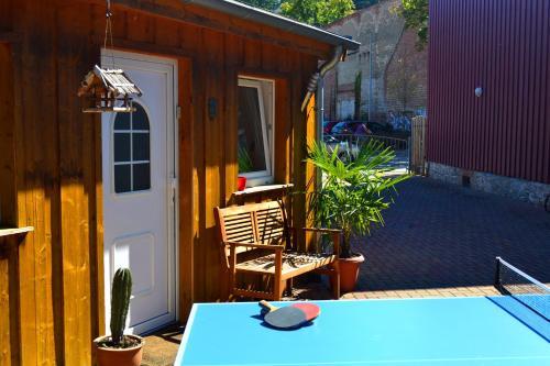 Ein Patio oder anderer Außenbereich in der Unterkunft Bungalow am Bach - zwischen Brocken und Schloß