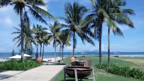 Ocean Apartment Spa & Golf Danang