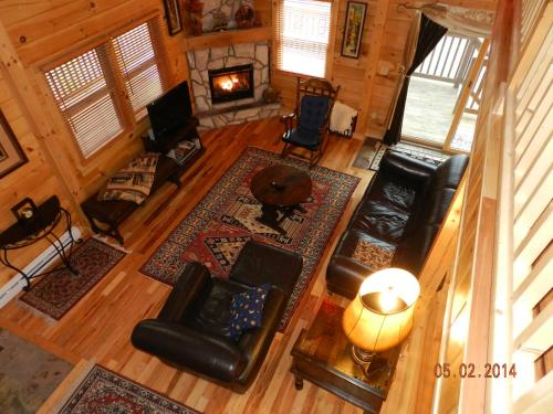 A seating area at Lake Placid Log House