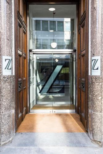 Eine Fassade oder ein Eingang zu The Z Hotel City