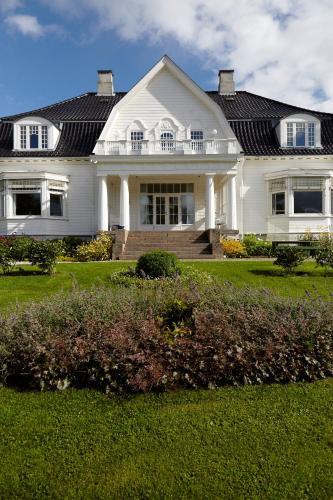 En hage utenfor Thorbjørnrud Hotel