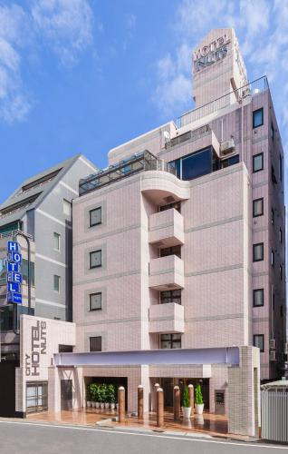 Tampak depan atau pintu masuk Shinjuku City Hotel N.U.T.S Tokyo