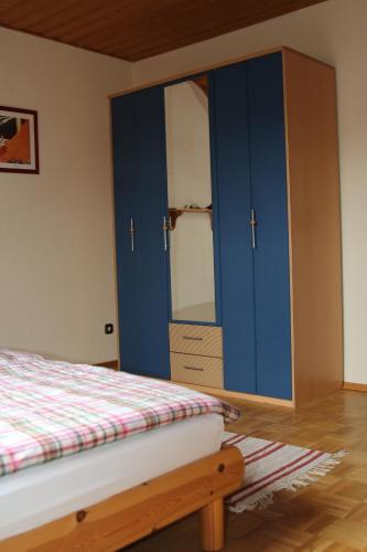 Ein Bett oder Betten in einem Zimmer der Unterkunft Ferienwohnung Anne
