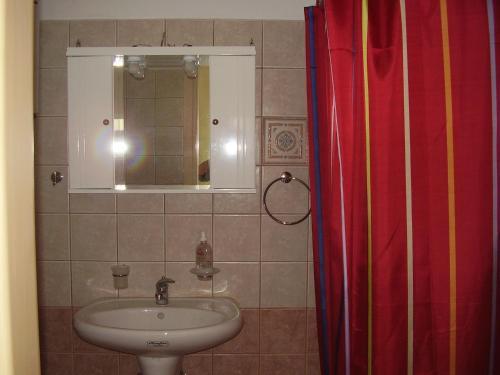 A bathroom at Pantelios Village
