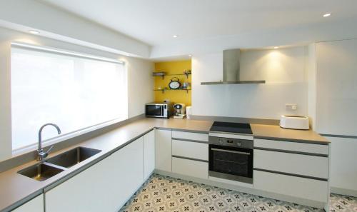 A kitchen or kitchenette at Kinsale