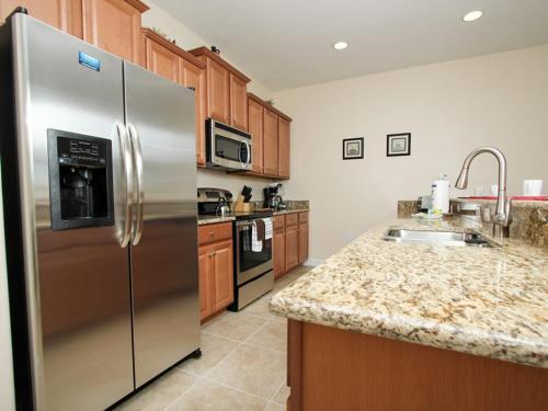 Dapur atau dapur kecil di Majesty Palm Townhome 8952