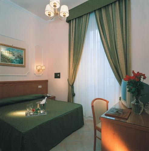 A bed or beds in a room at Hotel Philia