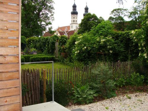 Ein Garten an der Unterkunft Ferienwohnung Petrushof in Obermarchtal