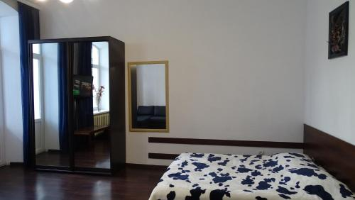A bed or beds in a room at Apartment on Gogolya Street 16