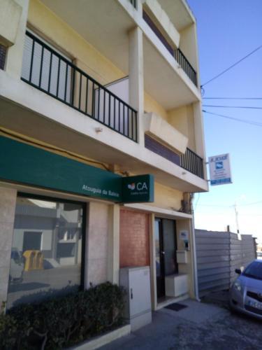 The facade or entrance of Alojamentos S.José