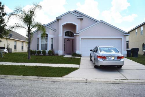 Tampak depan atau pintu masuk Disney 4 Bedrooms House with Pool - VH664