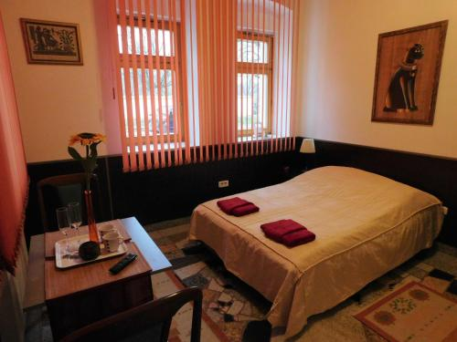 A bed or beds in a room at Apartments Villa Kobilj