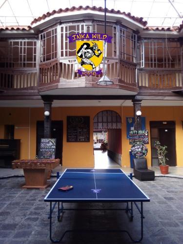 Instalaciones para jugar al ping pong en Inka Wild Hostel o alrededores