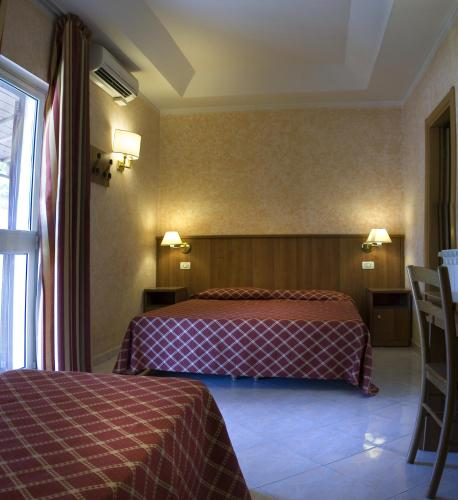 A bed or beds in a room at Hotel Salaria