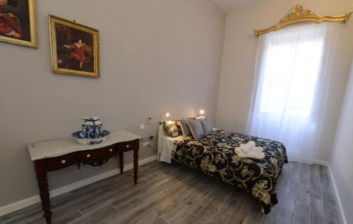 A bed or beds in a room at Paulos Valletta
