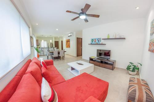 A seating area at Quiet & Relaxing 2BR condo in the most exclusive area by Happy Address