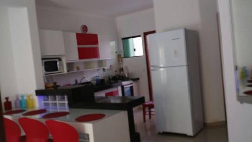 A kitchen or kitchenette at Apartamento Condomonio Antares