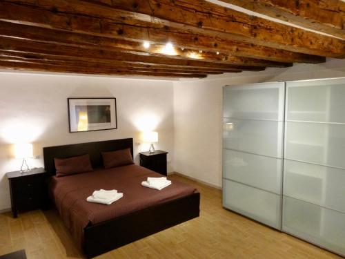 A bed or beds in a room at ca' moretta