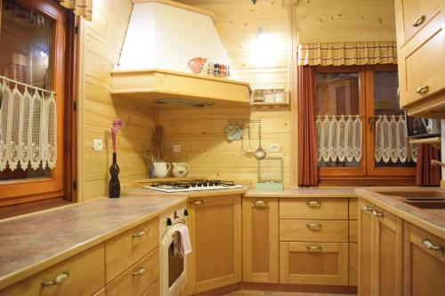Kuhinja oz. manjša kuhinja v nastanitvi Chalet Pokljuka