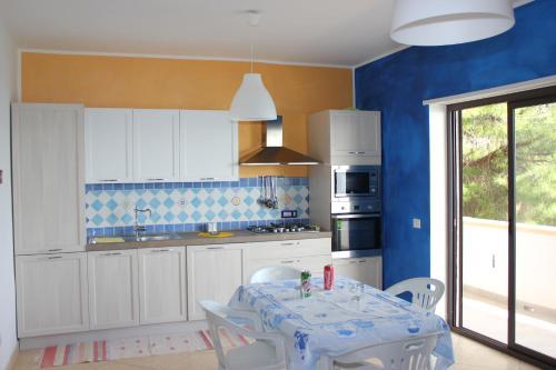 A kitchen or kitchenette at Baia di Copanello