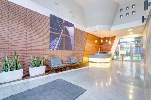 The lobby or reception area at Apartament Koga Waterlane