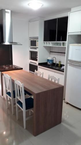 Una cocina o zona de cocina en Residencial Talismã