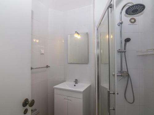 A bathroom at Apartment T0 Oceânica Vista Mar